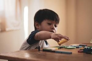 Accompagnement de Emin, petit garçon avec TSA, Les P'tits Babadins de Luisant